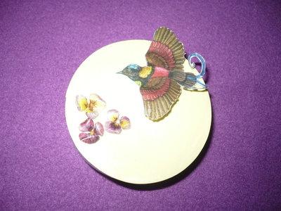 scatola fiori e uccello