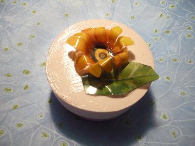 scatola con fiore arancione sospeso