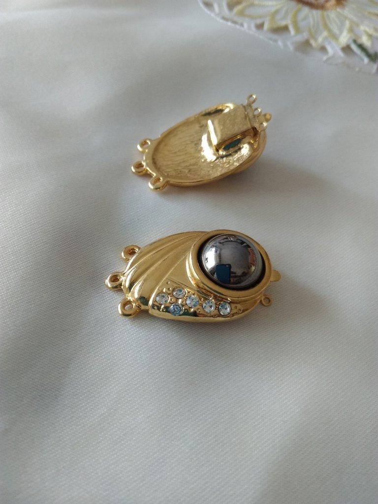 chiusura fermaglio per collana, a 3 fili in metallo dorato e ematite cabochon