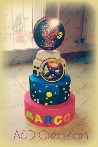 torta finta Spiderman
