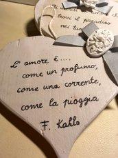 Cuore di legno con frasi d' amore di Frida Kahlo