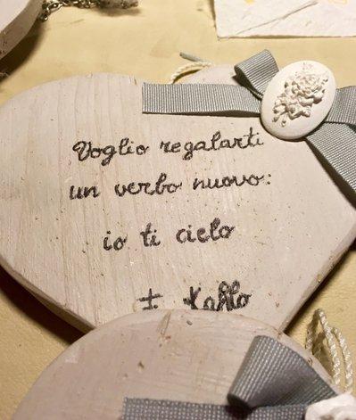 Cuore di legno con frase di Frida Kahlo