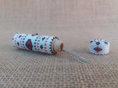 Porta aghi in legno rivestito con perline!