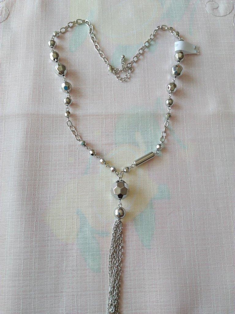 collana con catena e perline in metallo colore argento
