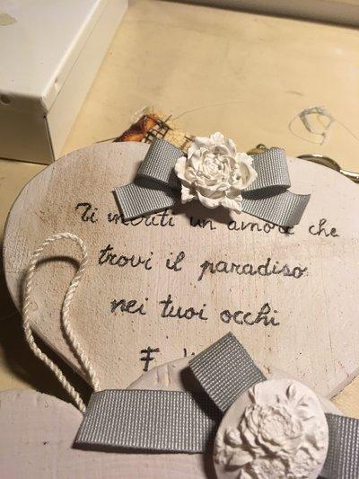 Frase di Frida Kahlo su cuore di legno shabby-chic