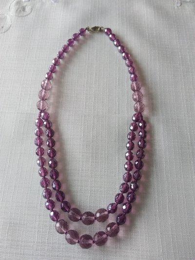 collana girocollo con mezzo cristallo  disponibile colore nero,viola e grigio