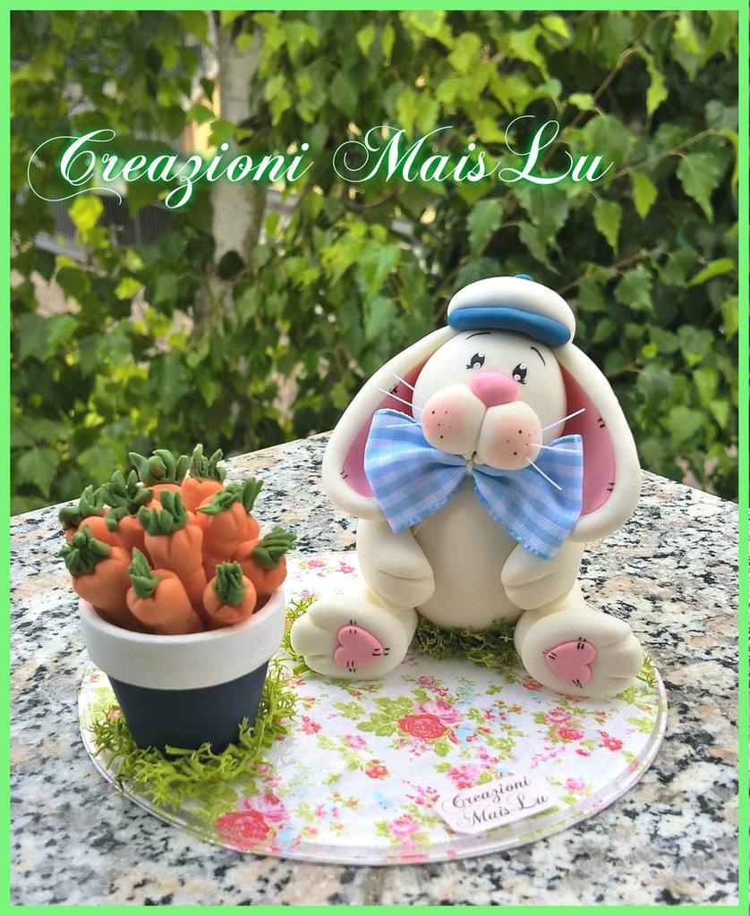 Cake Topper coniglietto con le sue carotine in pasta di mais