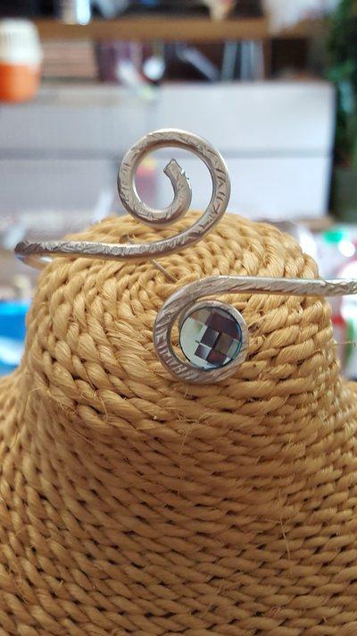 Bracciale regolabile in alluminio battuto con cristalli Swarovski originali
