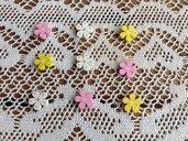 Fiori colorati con adesivo