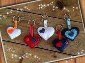 Portachiavi a forma di cuore imbottito cucito a mano con bottoni