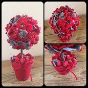 Piantina fiorita con fiori in feltro e vaso di ceramica colorato e decorato a mano