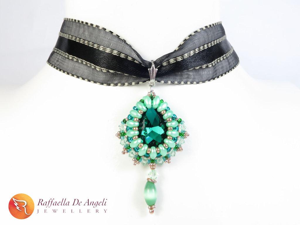 Collana ciondolo cristallo verde swarovski Carolina 02