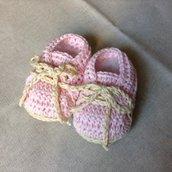 Scarpine da neonato con lacci
