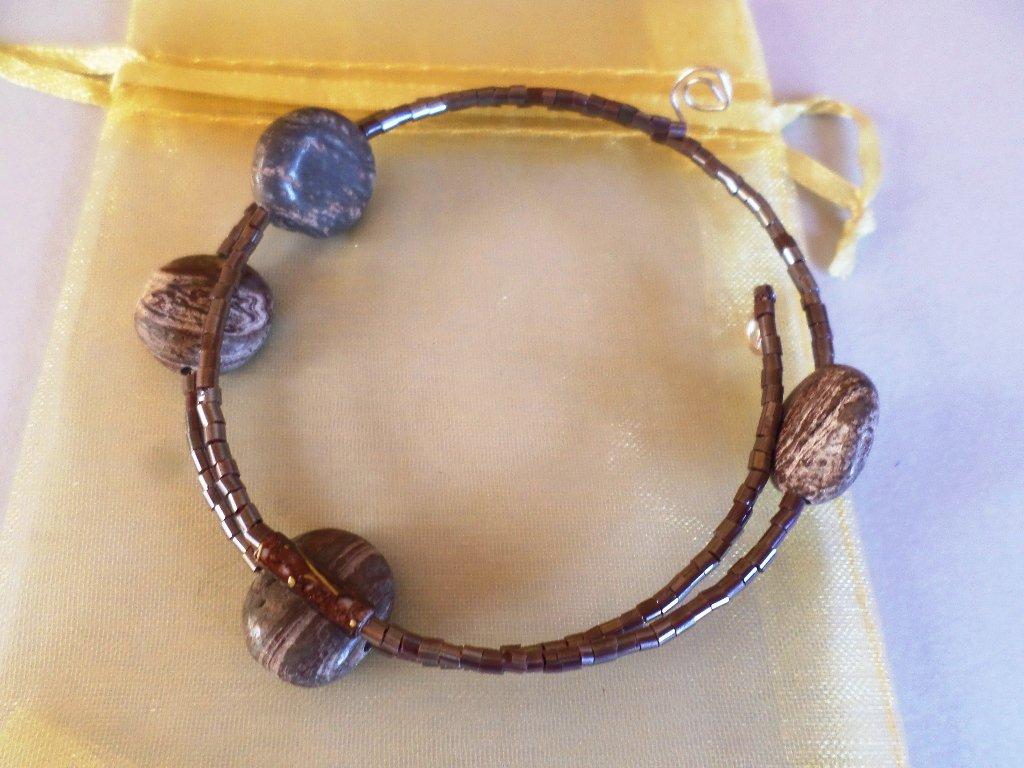 bracciale perline scure vintage con pietre agata botswana