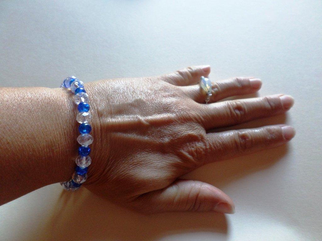 bracciale perle di cristallo e vetro mix elegante e lucente azzurro