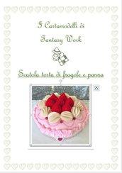 Cartamodello scatola rivestita di feltro torta con fragole e panna