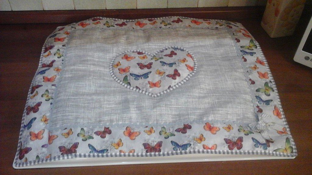 coprifornelli standard in grigio con cuore e farfalle
