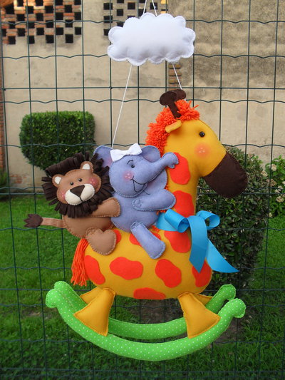 Fiocco nascita...una giraffa a dondolo con i suoi amici