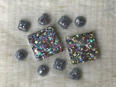 Lotto Glitteroso di Cabochon e Ciondoli
