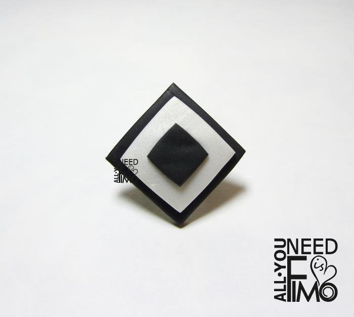 Anello geometrico | anello bianco e nero|anello fimo|anello regolabile|anni 60|anello rombo|anni 70|gioielli geometrici