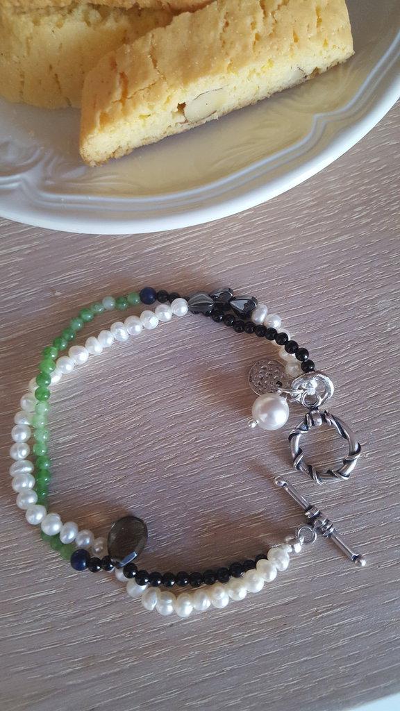 bracciale doppio con pietre dure e perle