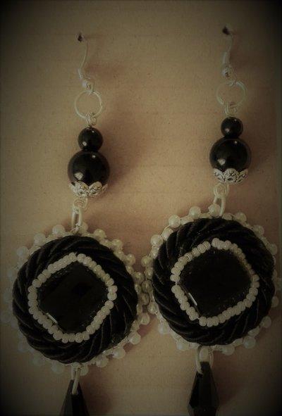 Orecchini perle nere e bianche e swarovski