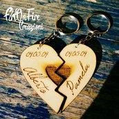 Coppia portachiavi cuore spezzato in legno personalizzato