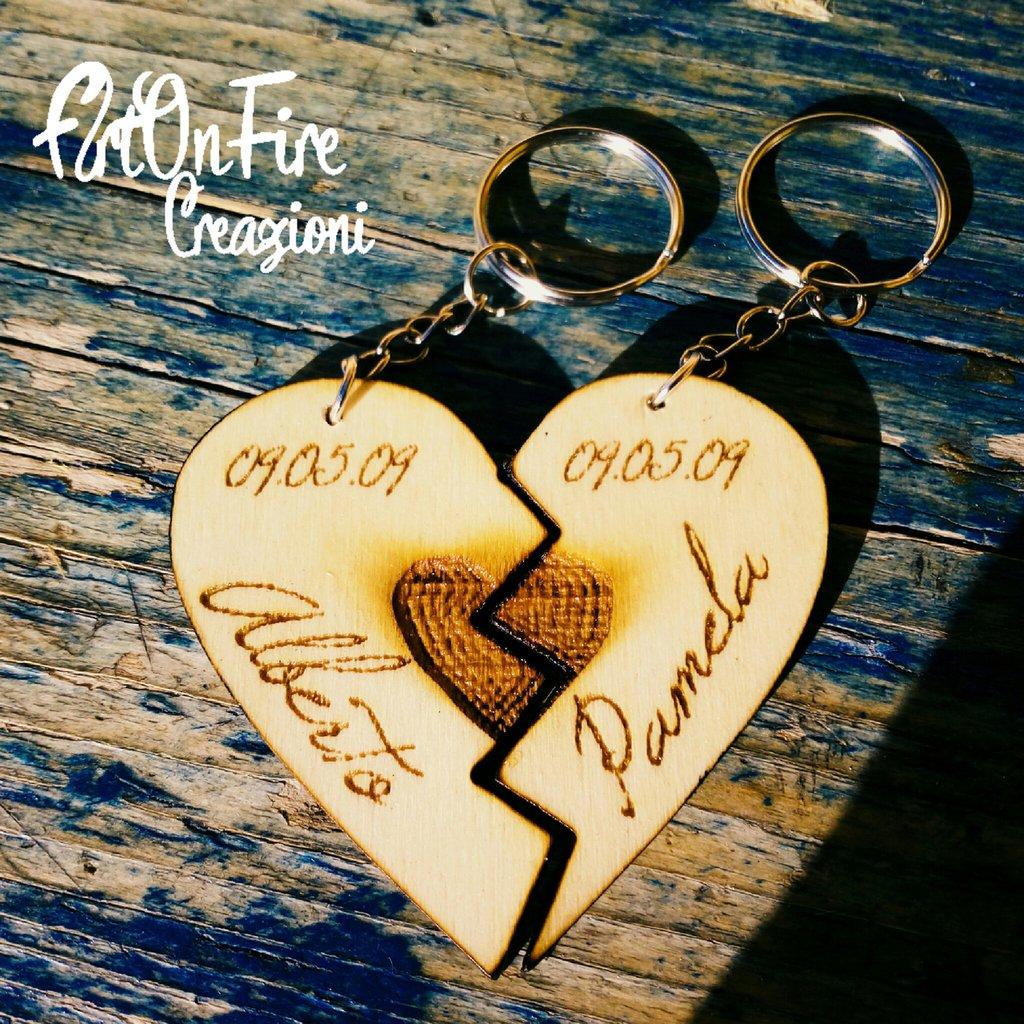 2 Portachiavi cuore spezzato in legno personalizzato
