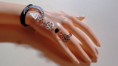 bracciale magico con anello baciamano da schiava con pentacolo triskell e luna