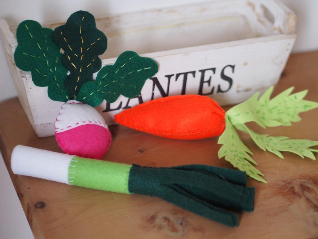 Set 3 pezzi.Verdure in feltro.CAROTA,RAVANELLO,PORRO.Soprammobili p ...