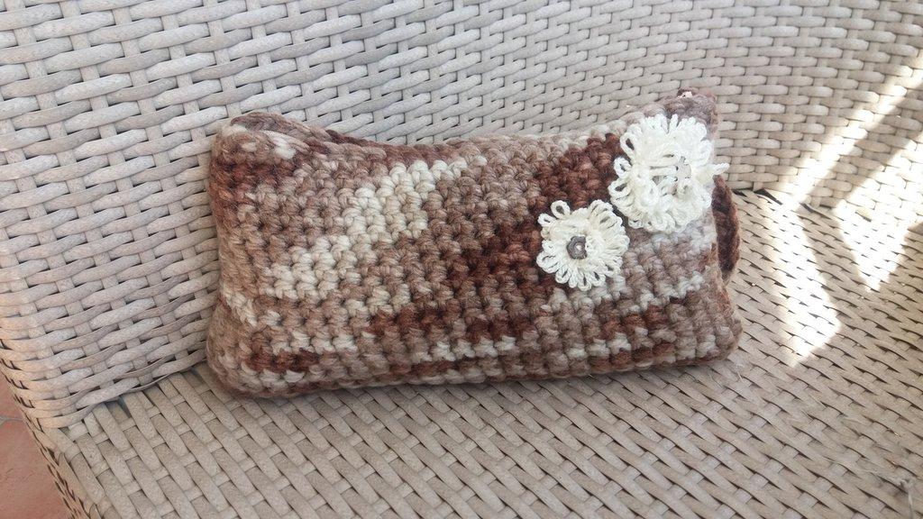 pochette in lana ad uncinetto
