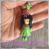 Collana con bambolina (verde) in pasta di mais ispirata alle Gorjuss