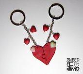 Portachiavi cuore|cuore puzzle|portachiavi san valentino|portachiavi coppia|ciondolo cuore|idea regalo san valentino|cuore rosso|charm fimo