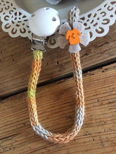 Porta-ciuccio arancio sfumato in cotone bio lavorato a tricotin