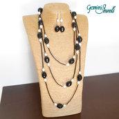 Collana tre giri con bugles, sfaccettate nere e perle bianche