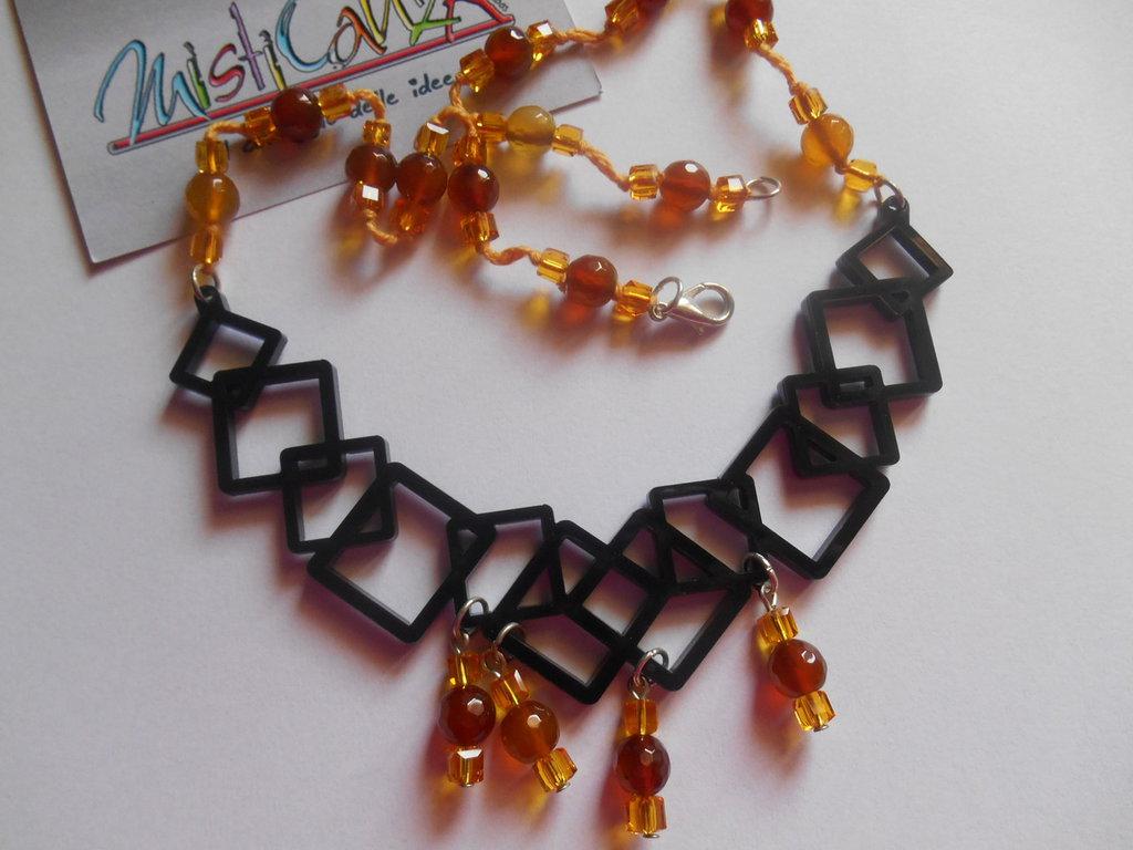 """Collana ciondolo centrale """"cubik"""" in plexiglass e perle"""