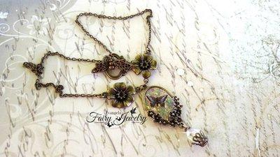 Collana farfalla finestra riflessi aurora boreale bronzo anticato fiori cristallo