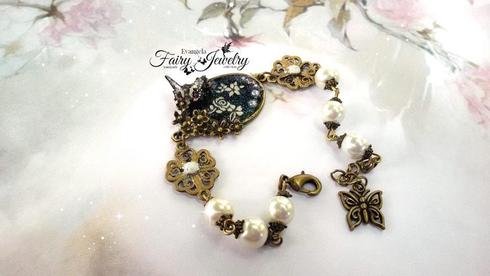 Bracciale bronzo anticato perle bianche farfalla