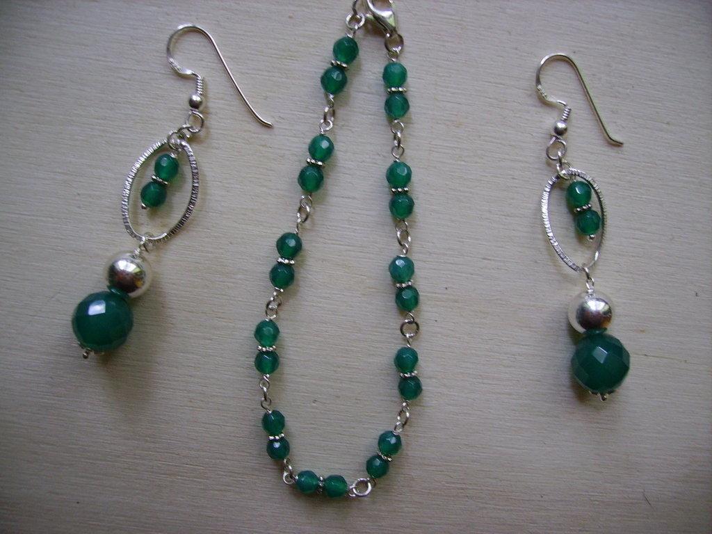 - in verde smeraldo: bracciale + orecchini