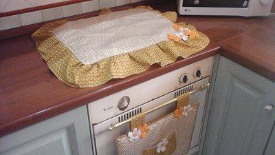 Set cucina, copri forno e copri fornelli giallo senape ocra