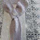 Sciarpa con anello in lana e spilla