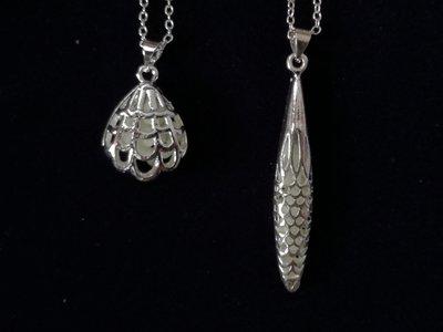 Ciondolo argento luminoso che si illumina al buio..in omaggio un ciondolo con l'iniziale del vostro nome o il segno zodiacale