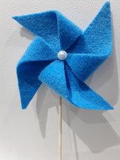 Girandola azzurra in feltro su bastoncino