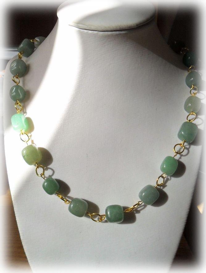 Collana pietre in vetro verdi