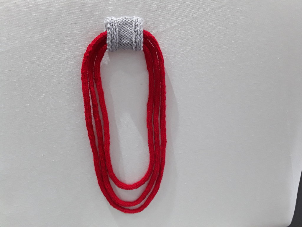 Collana di lana 3 fili tubolare rossa