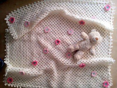 copertina uncinetto lana neonata - regalo nascita battesimo  - coperta bambina rosa panna per culla con fiori romantica
