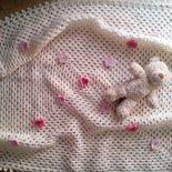 copertina neonata a uncinetto  pura lana con fiori - regalo nascita battesimo - coperta bimba culla femmina