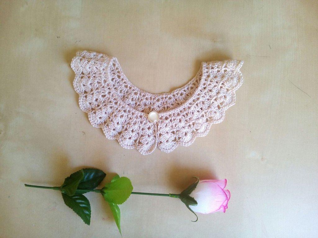 colletto per vestito collo uncinetto bambina avorio beige fatto a mano motivo ventagli stile  elegante romantico cerimonia