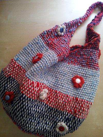 borsa a spalla all'uncinetto donna ecologica  in materiale di recupero