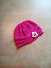cappellino berretto bambina ai ferri fatto a mano in cotone e lana con fiore - cappellino cotone - berretto ai ferri fucsia rosa ciclamino